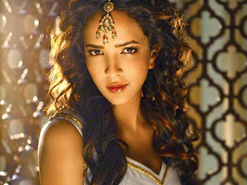 Lakshmi to star in the Tamil remake of Tumhari Sulu