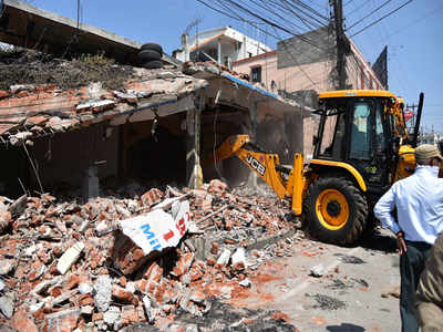 NMC demolishes Roof 9 restaurant's encroached part | Nagpur