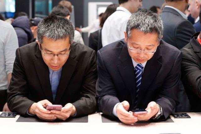 'Hyper social' tendencies behind smartphone addiction