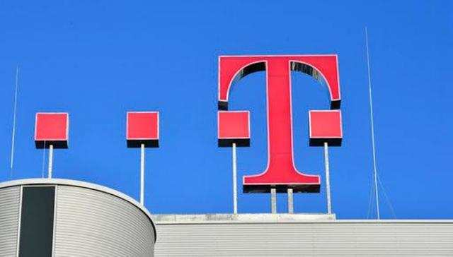 Internet tycoon challenges D.Telekom to team up on German broadband