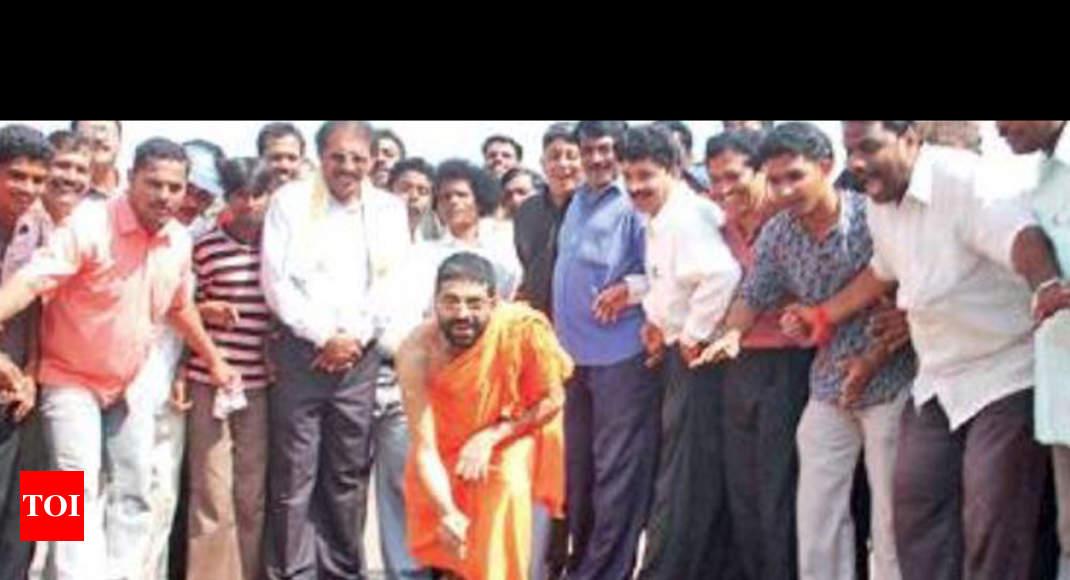 Shiroor mutt vidente conjunto de concurso contra discípulo Madhwaraj - Times of India 1