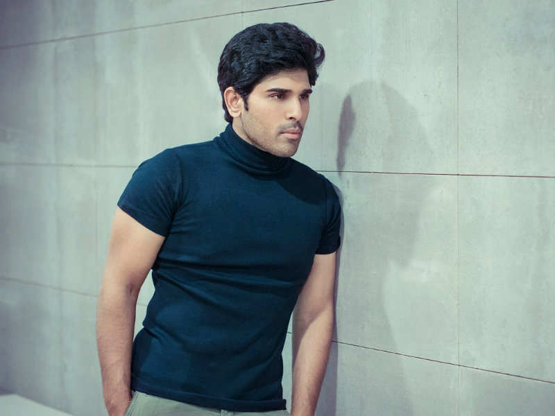 Allu Sirish sold candles and paper cups as part of Lakshmi Manchu's 'Memu Saitham'