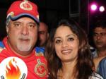 Vijay Mallya poses with Pinky Lalwani