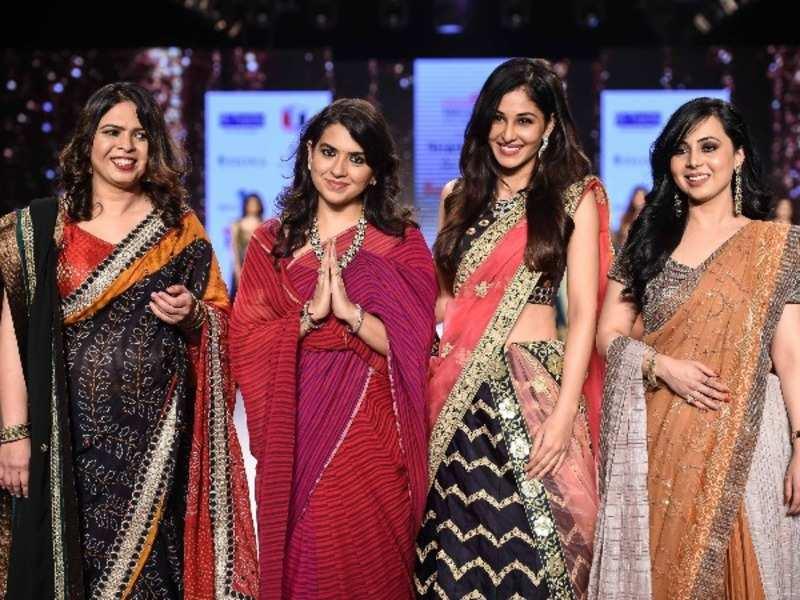 Shaina Nc Pooja Chopra Walks The Ramp For Shaina Nc On Day 1 Of Bombay Times Fashion Week 2018 Events Movie News Times Of India