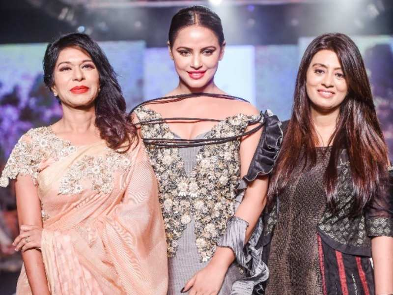 Tasneem Merchant Neetu Chandra Turns Showstopper For Tasneem Merchant On Day 1 Of Bombay Times Fashion Week 2018 Events Movie News Times Of India