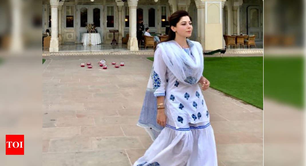 Kanika Kapoor: Kanika Kapoor: My friends had to stop me ...