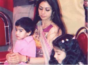 Throwback! Sridevi with Janhvi and Khushi