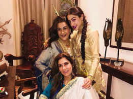 Sara Ali Khan poses with Amrita Singh & Dimple Kapadia