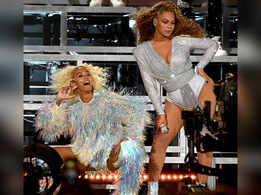 Beyonce, Solange fall during Coachella set