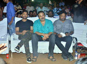 Here's what Allu Arjun had to say about Pawan Kalyan and Sri Reddy during the audio launch of 'Naa Peru Surya'