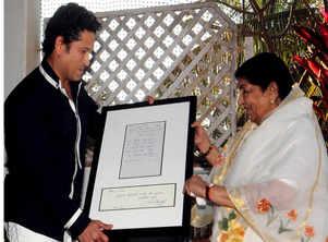 Bollywood admirers of Sachin Tendulkar
