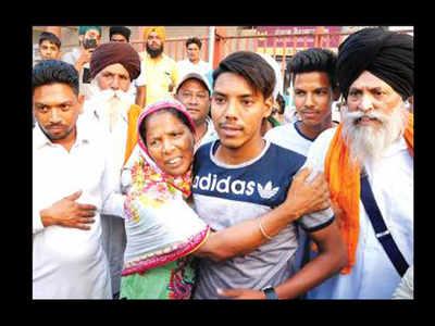 No single women, clean-shaven men in jathas to Pak: Sikh