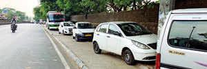 Illegal parking chokes Yerwada's pavements