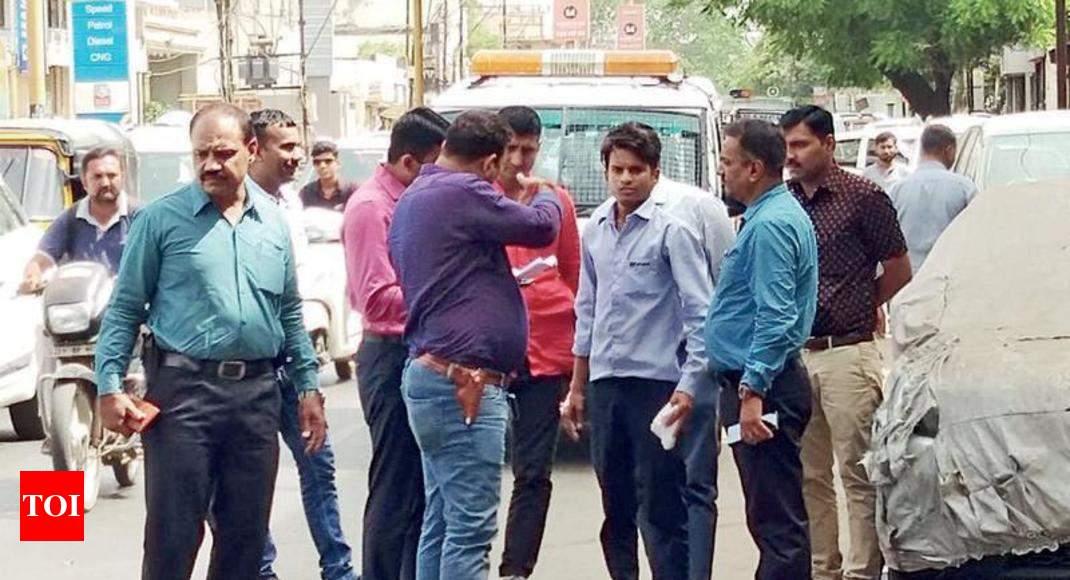 Car Showroom Employee Robbed Of Rs 6 Lakh Cash Rajkot