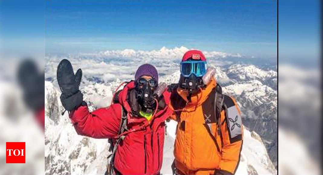 women set scale mt kanchenjunga