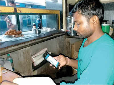 Chaiwalas use rly apps to track trains, serve hot food