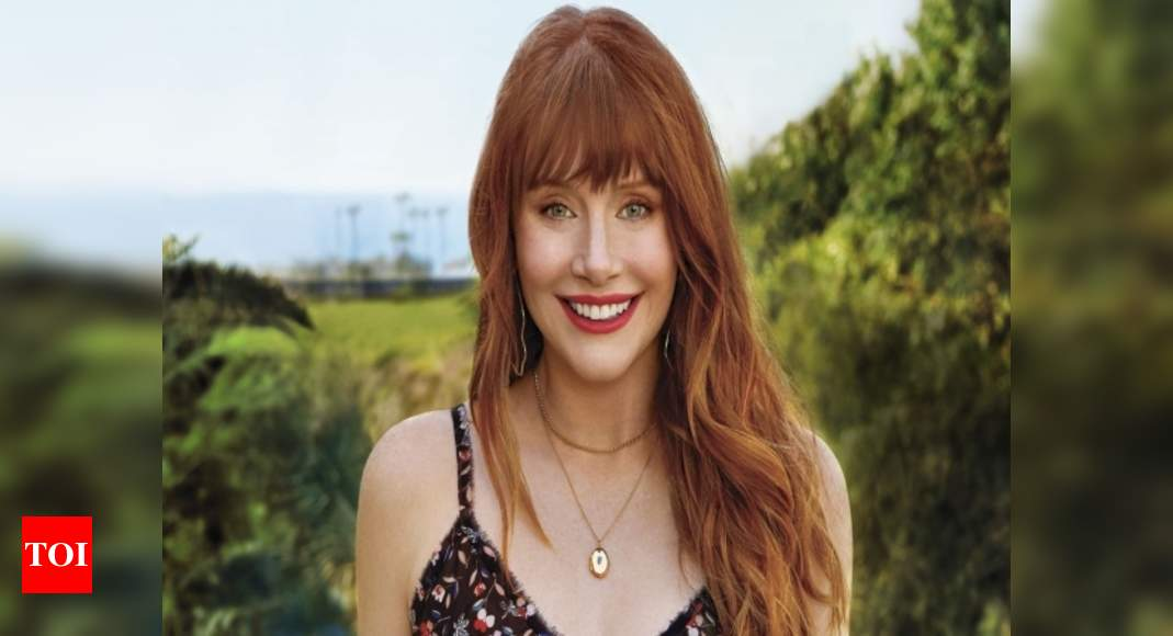 Bryce Dallas Howard Fainted During Filming For Jurassic World Fallen Kingdom English Movie News Times Of India Bryce dallas howard was the latest name to take the director's chair for episode 4 of the mandalorian, titled sanctuary, following in her father ron howard's footsteps into the star wars universe. bryce dallas howard fainted during