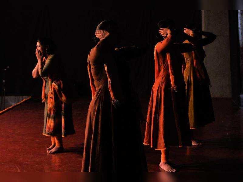 Kathak performance on childhood, emotions, society held at Kala Chhaya campus
