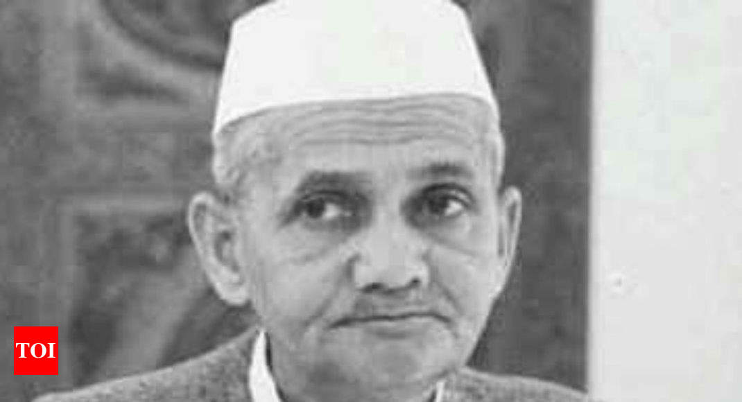 Declassify documents on Lal Bahadur Shastri's death, says ex-PM's son - Times of India