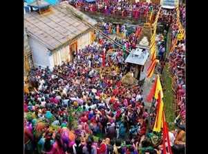 Abhishek shares pic from sets of 'Kedarnath'