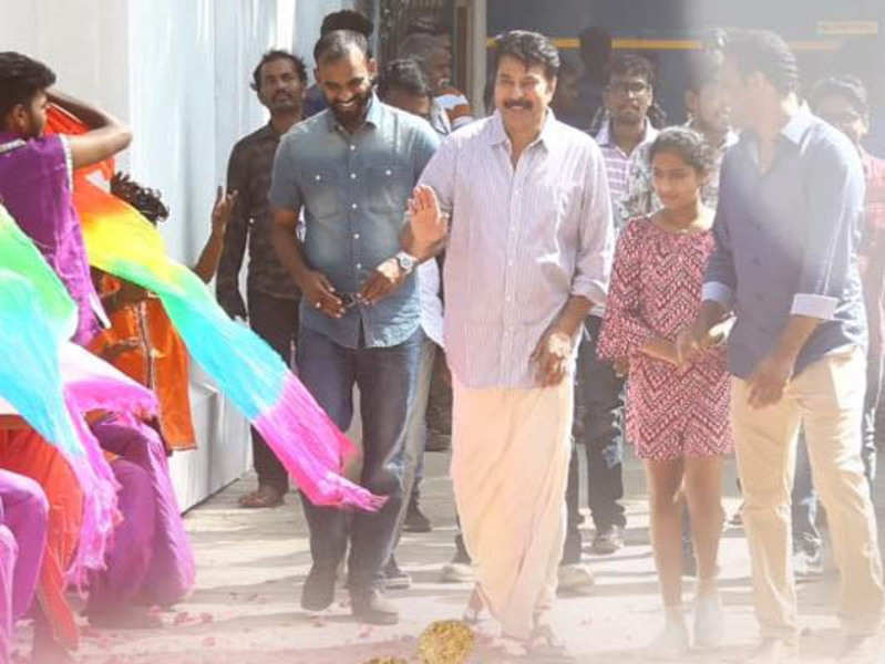 Mammootty gets a grand welcome at Yatra movie set