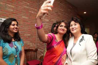 Korean first lady & Indian students bond over Bollywood and