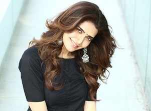 'Sanju' new song: Karishma Tanna heats up the silver screen in her sensous avatar in 'Mujhe Chaand Pe Le Chalo'