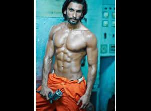 Ranveer Singh flaunts his chiselled body