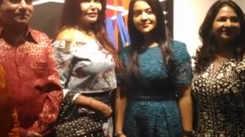 Amruta Devendra Fadnavis at Sharavari Luth's art exhibition
