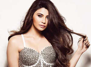 Daisy Shah's intense workout video will pump you up to hit the gym right away