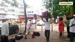 Mumbai's dabbawalas get specially made raincoats