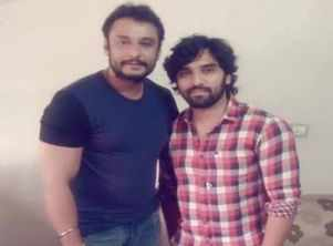 Darshan shows his support for Anish Tejeshwar