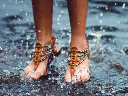 How to take care of feet in monsoon