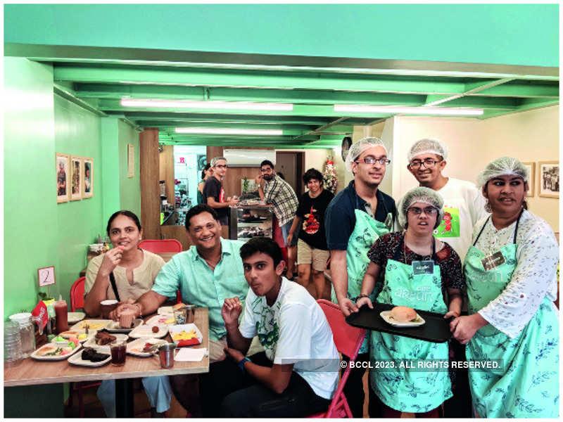 Feeling Good at Cafe Arpan with Arjun, Siddhartha and Namrata Chatterjee. With the Café Arpan staff Samvit Desai, Anand Jangir, Nazneen Kagalwala, Nandini Rajwade and Aarti Nagarkar