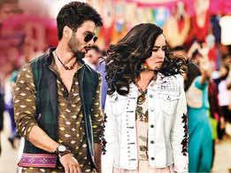 Shahid Kapoor and Shraddha Kapoor groove to the zany dance number 'Gold Tamba'