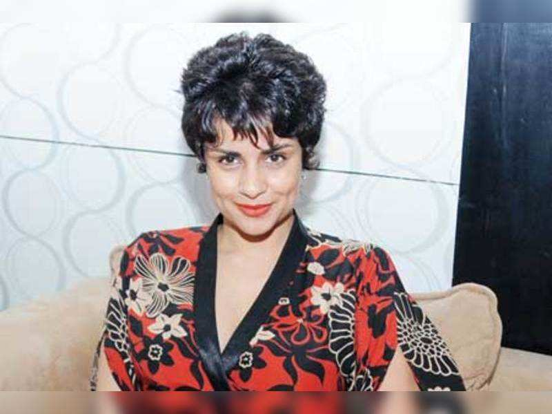 Gul Panag wearing time on her fingers
