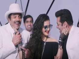 'Yamla Pagla Deewana Phir Se': Dharmendra, Rekha and Salman Khan steal the show in 'Rafta Rafta Medley'