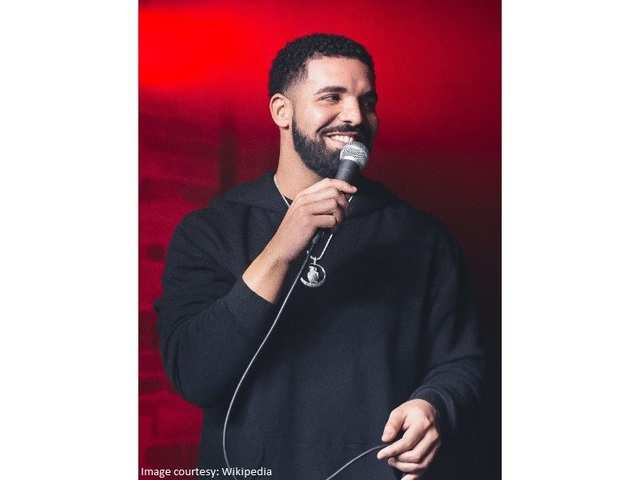 Drones as backup dancers? Yes, Drake did so in a concert
