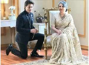 SRK kneels down in front of this actress