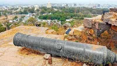 Ancient cannon atop Petla Burj headed towards doom