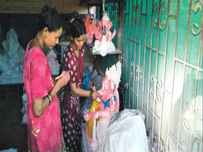 Makers of clay Ganesh idols struggle to survive | Goa News
