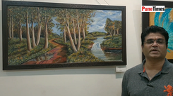 Artist talks about his painting at the India's Artist Festival
