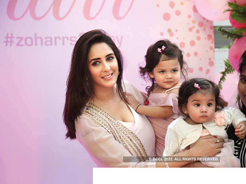 Chahatt Khanna with her daughters