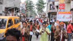 Nagpur cha Raja arrives in the pandal for Ganeshotsav
