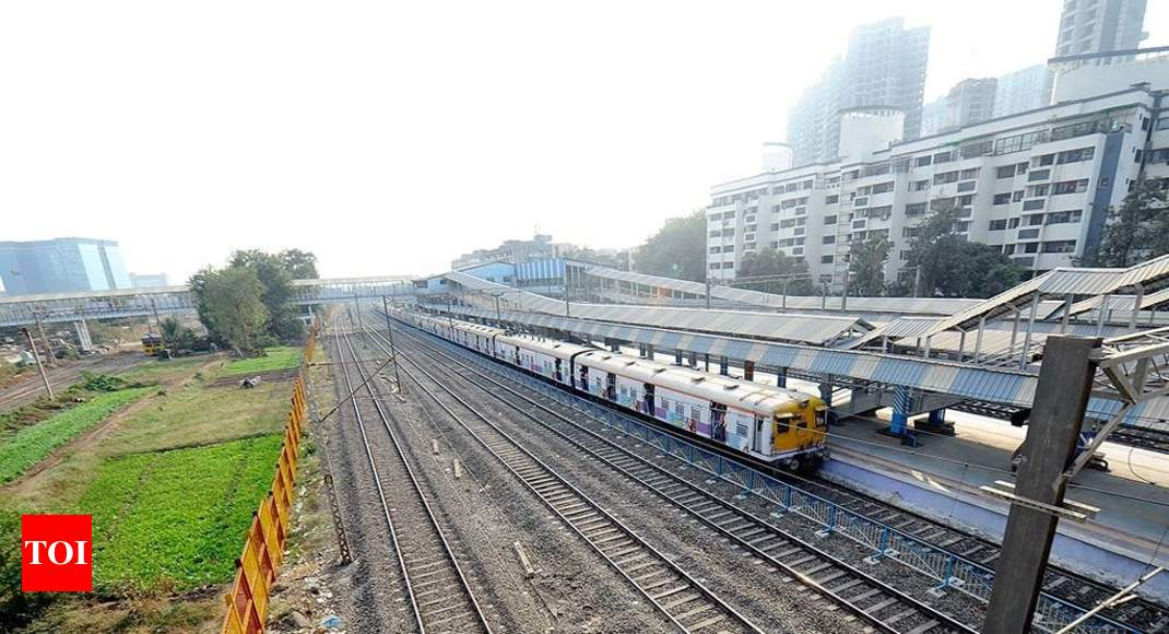 Man held for posing as railway staff, conning passengers | Mumbai News