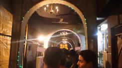 The replica of Tirupati Balaji Temple at this pandal is a must visit