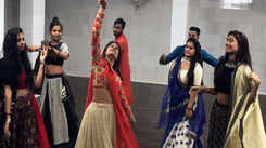 Ahead of Navratri, Garba classes begin in city