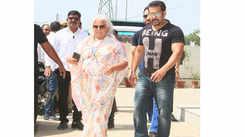 Salman Khan arrives in Jaipur with Iulia Vantur, meets school kids