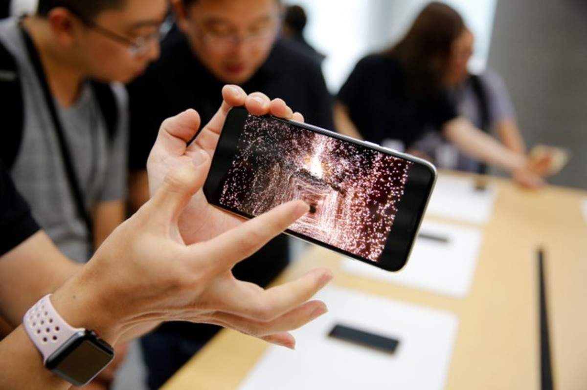 apple iphone xs: Airtel and Vodafone users, planning to buy new