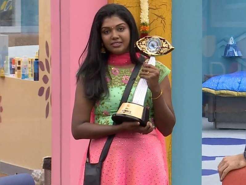 Tamil Bigg Boss 2 Winner Riythvika Wins The Trophy Bigg boss 13 winner siddharth shukla biography, girlfriend, real wife, lifestyle & family #siddharthshukla #biggboss13winner. tamil bigg boss 2 winner riythvika